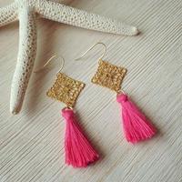 gold spuare charm&pink tassel pierce