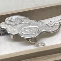 騎西屋・彫金の帯留「瑞雲に滴、水晶」silver
