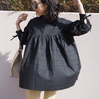 back ribbon tiered blouse BLACK