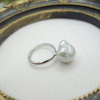 白蝶真珠バロックパールリング