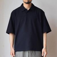 【夏の新トップス提案!】STILL BY HAND スティルバイハンド  スキッパーシャツ ブラック/ホワイト