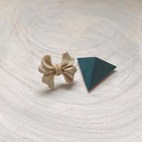 ダブルピアス ヴィンテージボタン×三角形(ターコイズ)