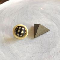 ダブルピアス ヴィンテージボタン×三角形(オリーブ)