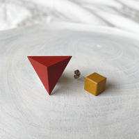 三角形&キューブピアス(セット) レッド/キャラメル