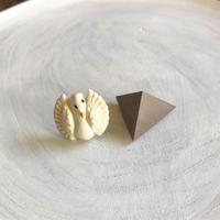 ダブルピアス ヴィンテージボタン×三角形(ミルクココア)