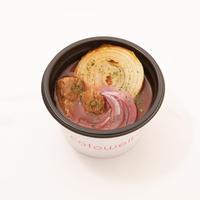 焼き玉葱と牛もも肉の旨味ブラウンスープ