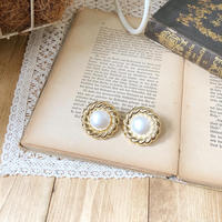 circle gold earring or pierce