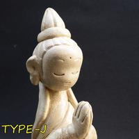 「かんのん様像」粘土ならではの柔らかな曲線で祈りの形を表現しました