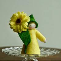 アンブロシウス  イエローカレンデュラの妖精 Boy(手に花)
