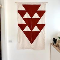 山内武志 型染め暖簾 赤 三角