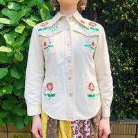 1970′S VINTAGE 白に蝶と花刺繍ヒッピーシャツ[9193]