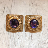 1970s design plate × purple cabochon ピアス[0004]