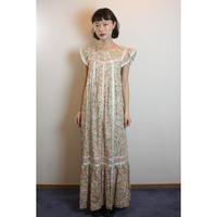 D561 - 1970s Liberty Dress