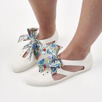 K106 WHITE  Bathing Shoes