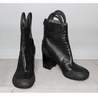Random identities / Worker boots