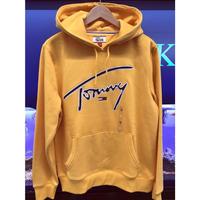 海外限定デザイン TOMMY HILFIGERトミーヒルフィガー signature プルオーバー 肉厚 パーカー 刺繍ロゴ 黄色 ゴールド  裏起毛  フラッグロゴ