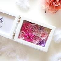 """《名入れギフト☆メッセージ刻印》MEMORIES """"Attacher""""  華やかで可愛らしいピンクのフォトフレーム"""