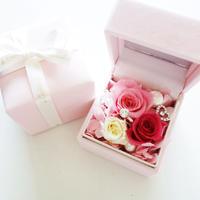 """LUXURY BOX  """"Le mariage"""" (PINK) たっぷりのバラと指輪を隠したの贅沢なフラワーボックス"""