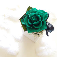 """BIRTHDAY JEWELY  """"Emerald"""" 5月の誕生石【エメラルド】をイメージしたバースデーフラワー"""