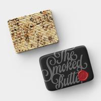 【スモークバター】「ダンディー・ピーティ」ピート・ウイスキーオークで燻製したバターに桜のチップで燻製した三種ナッツ、カカオニブと黒胡椒(12月9日以降の発送となります)