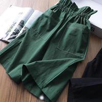 グリーンのワイドパンツ