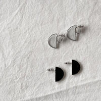 【doro】SEMI CIRCLE EARRINGS & PIERCE | BLACK・ CLEAR 「hakuガラス」