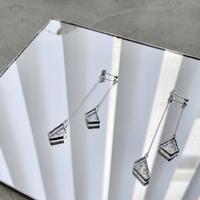 立体的に揺れる粒ガラスのピアスイヤリングペア//W HANGING PIERCE & EARRING