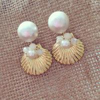 Cottonpearl shell pierced earring