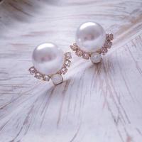 Pearl pierced earring