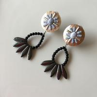 Beige  shell  white  turquoise  pierce  earring