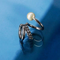 〈DE-EC63〉triple pearl ear cuff