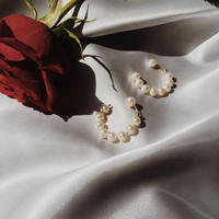 Pearl round hoops