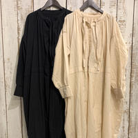 HEAVY COTTON KHADI WITH SELVAGE NECK GATHERED DRESS INMDS20722 / maison de soil
