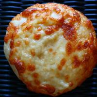 グリュエールチーズとマリボーチーズのフォカッチャ 1個
