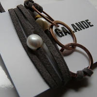 ★SALE★天然パール・ブラウンリング付 レザーブレスレット Made in Paris  エトープカラー
