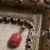 【宝石質】ロードクロサイト(インカローズ)のワイヤーラッピングのペンダント