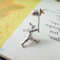 【受注制作】星を集めるうさぎのブローチ
