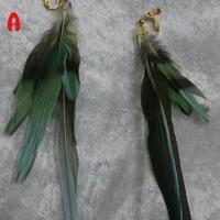インコの羽のイヤリング