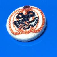 ハロウィン(ジャコランタン)柄 22mmくるみボタン(刺しゅう)