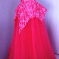 濃ピンクのドレス