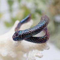巻き付くウミヘビイヤーカフ(marble)