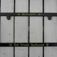 MOON Cafe Dog Friendly Restaurant ライセンス フレーム MG060BKMC