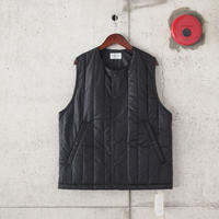 Manual Alphabet〈マニュアルアルファベット〉 V-LAP QUILTED VEST BLACK