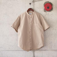 Manual Alphabet〈マニュアルアルファベット〉 LOOSE FIT BAND COLLAR S/S SHIRT BEIGE