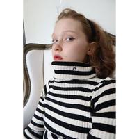 é embroidery rib knit high neck black border