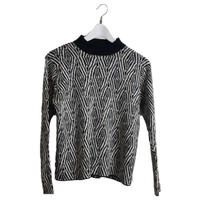 monotone design knit
