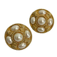 5 pearl design earrings