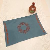 ベトナム手刺繍ハンドメイドマット  蓮花  青色 に茶