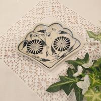 バッチャン焼き 扇形小皿 青 菊