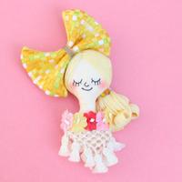 Face Brooch/Yellow checkered ribbon